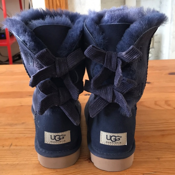 2c2ad19c0ad NEW UGG Bailey bow short navy size 7 NWT